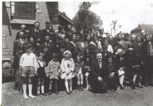 Photo de membres de la communauté en 1937